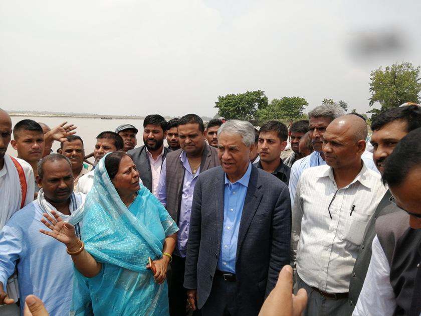 NC leaders including Deuba visit flood-hit areas in Siraha, blame flood victims' plight on govt
