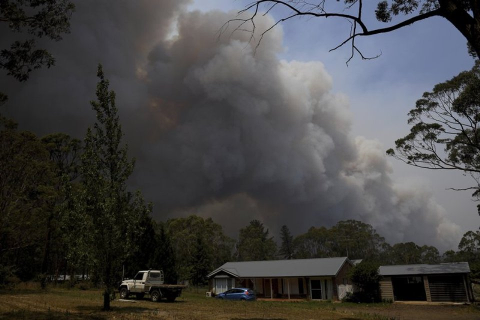 Australia battles 'catastrophic' wildfires as PM rushes home