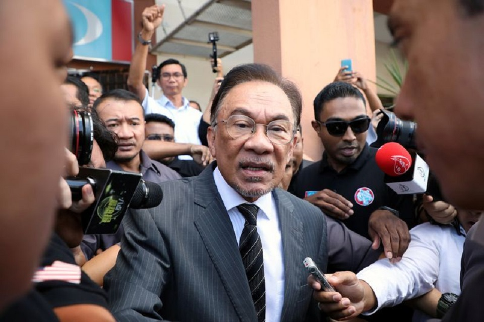 Malaysia's Anwar seeks to become PM amid turmoil