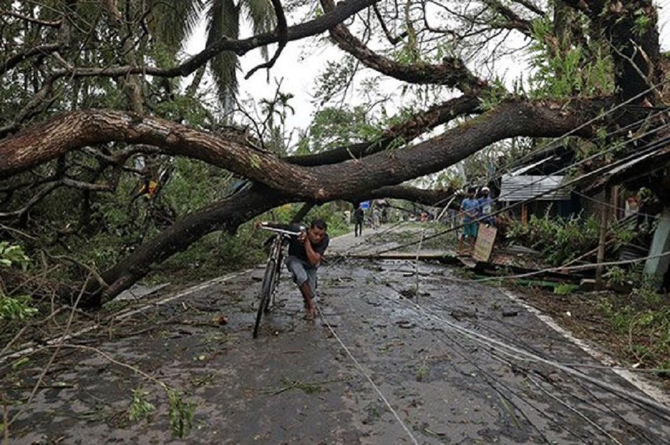 Cyclone kills at least 82 in India, Bangladesh, causes widespread flooding