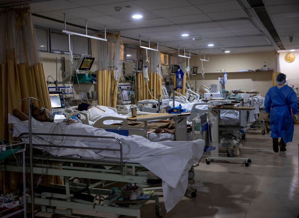India reports 276,110 new coronavirus infections