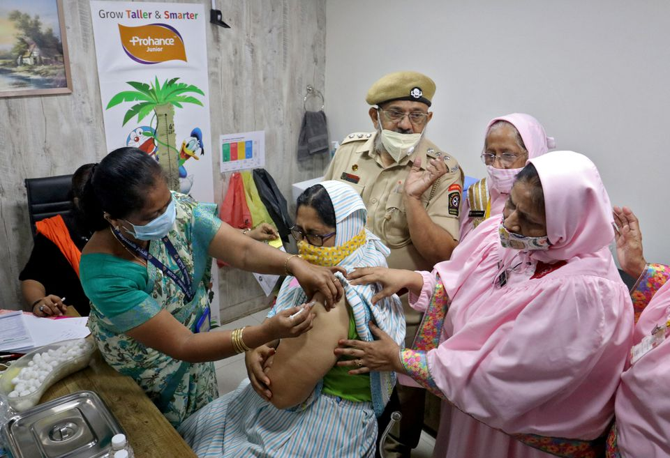 Women falling behind in India's COVID-19 vaccination drive