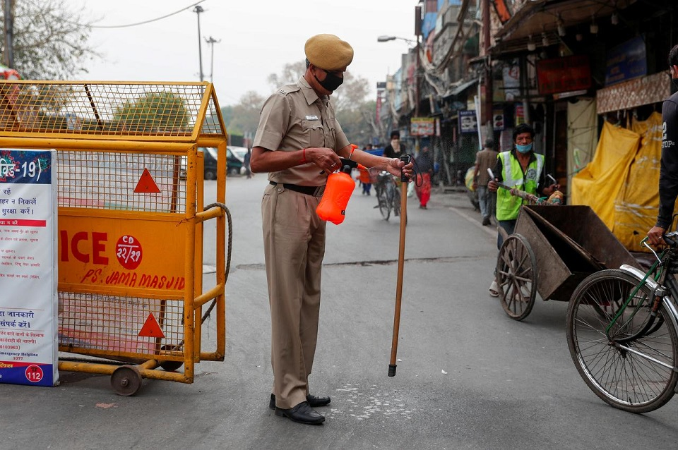 India, Pakistan seek to lift some curbs to help millions hit by coronavirus lockdowns