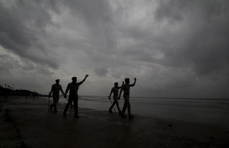 1.1 million evacuated before cyclone hits India's east coast