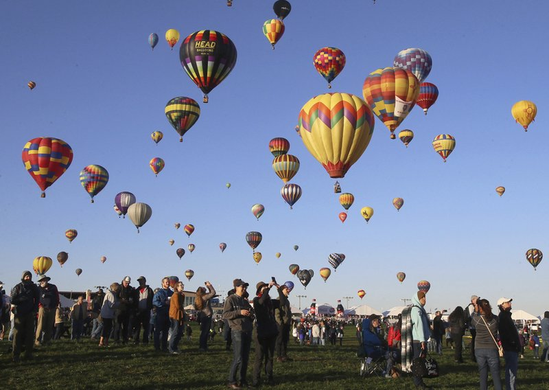 Balloons fill Albuquerque sky in 2nd day of annual fiesta