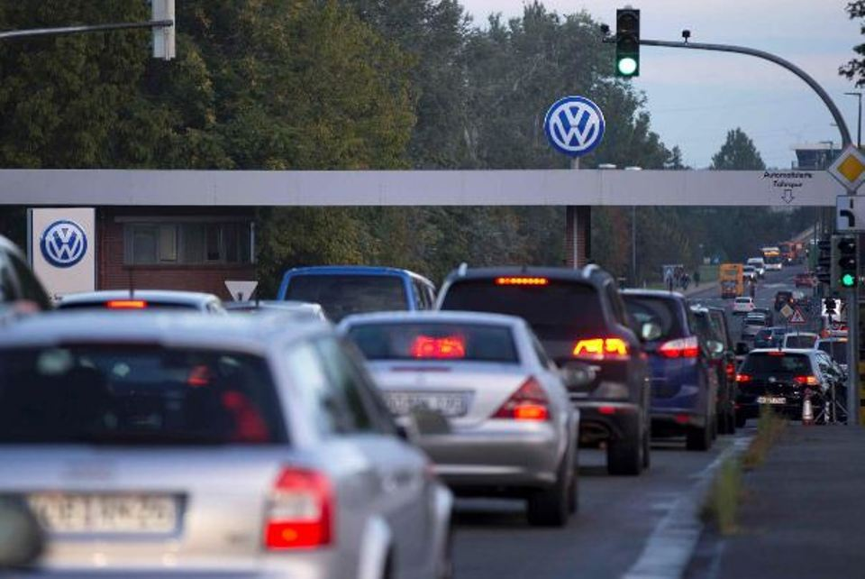More than 400,000 German jobs at risk in switch to electric cars: Handelsblatt