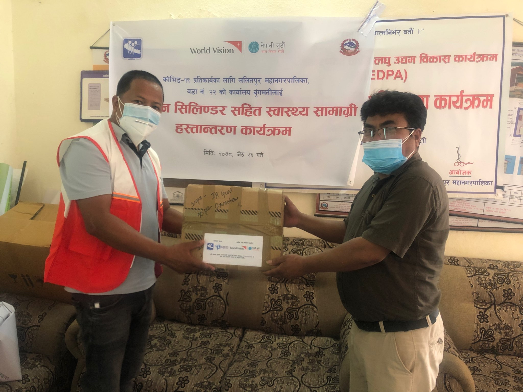Oxygen cylinders, hygiene and safety materials distribution in three municipalities