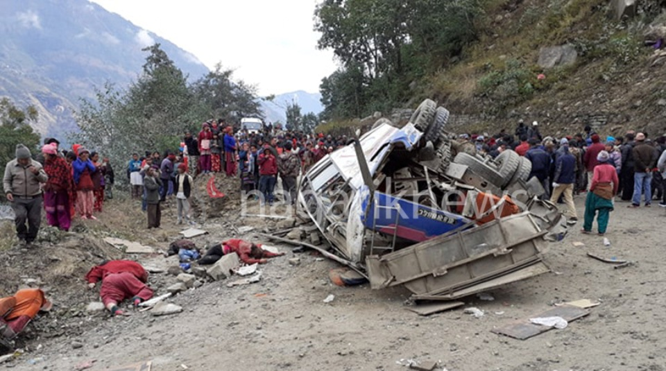 14 die in Nepal bus crash