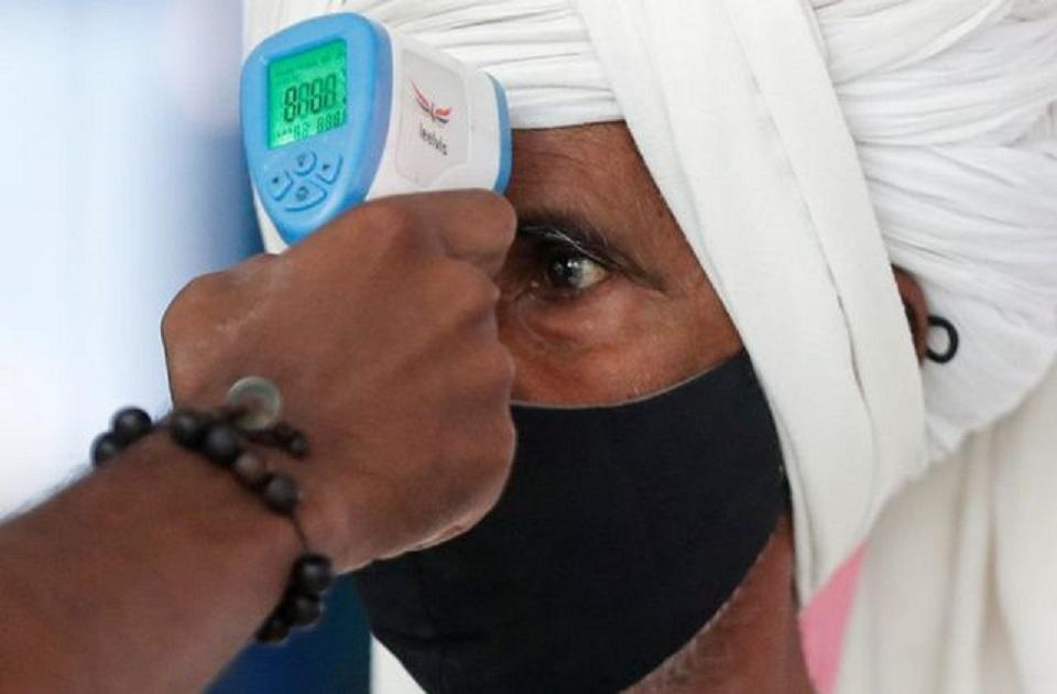 Maharashtra considers total lockdown as virus cases jump