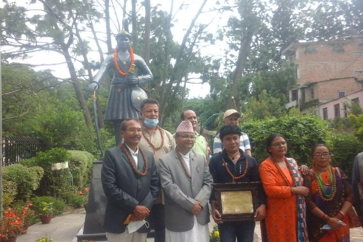 Life-size statue of Bahadur Shah established at Gokarneshwor