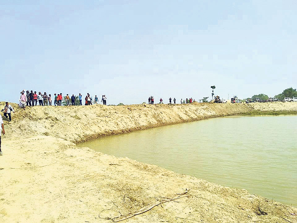 Local unit speeds up reconstruction of embankment destroyed by flood