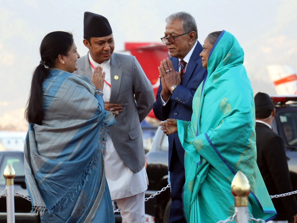 Bangladeshi President Hamid returns home (with photos)