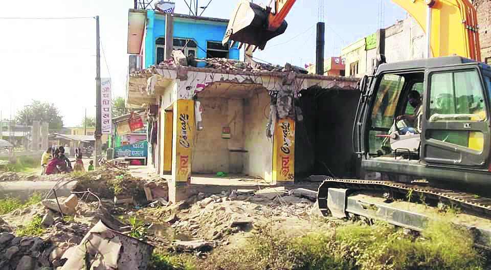 Rarity: Locals demolishing own houses to support road-widening