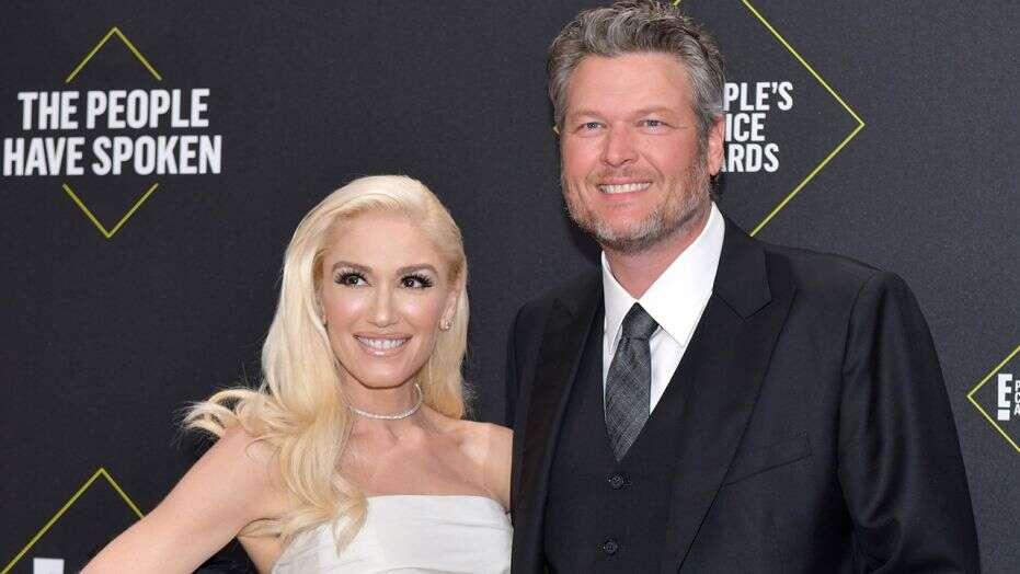 Gwen Stefani, Blake Shelton gushes over each other at CMA Awards