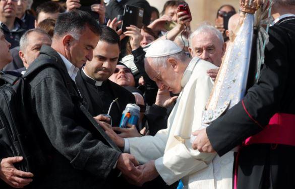 Britain gives Argentina back Madonna statue taken from Falklands