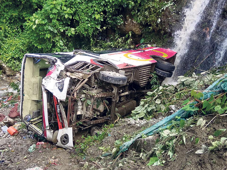 Eight killed, 17 injured in bus plunge