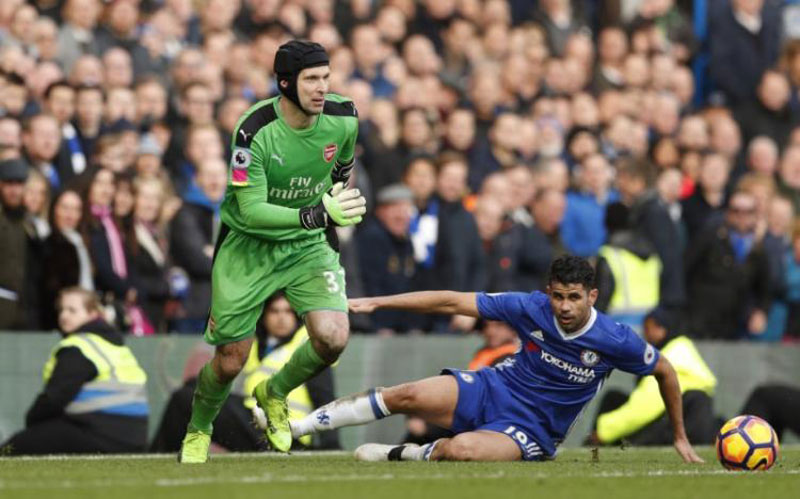 Chelsea crush Arsenal, Liverpool slimmer their title hopes