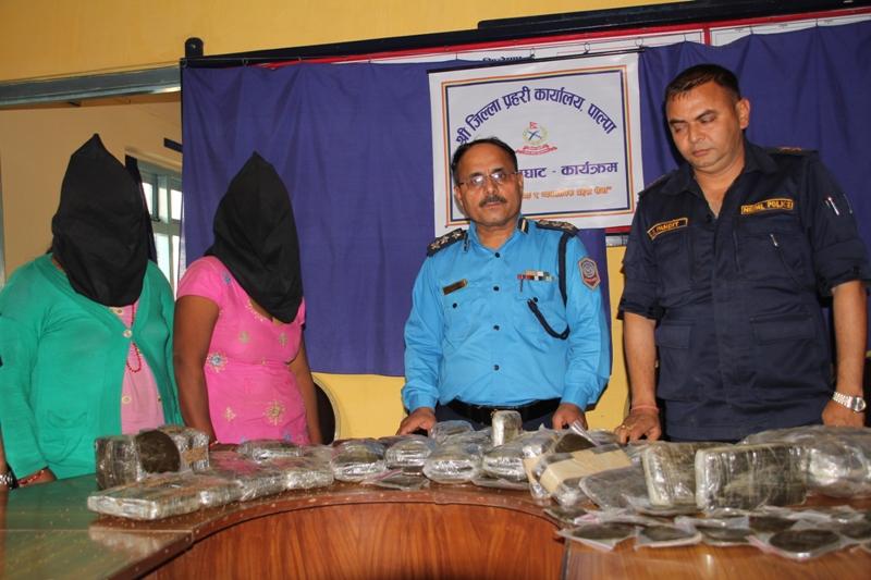 Two women held with 39 kg of marijuana