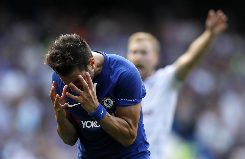 9-man Chelsea loses 3-2 to Burnley to open EPL title defense
