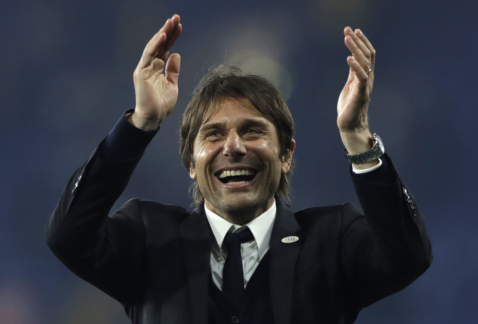 Conte signs new 2-year deal at Chelsea after winning EPL