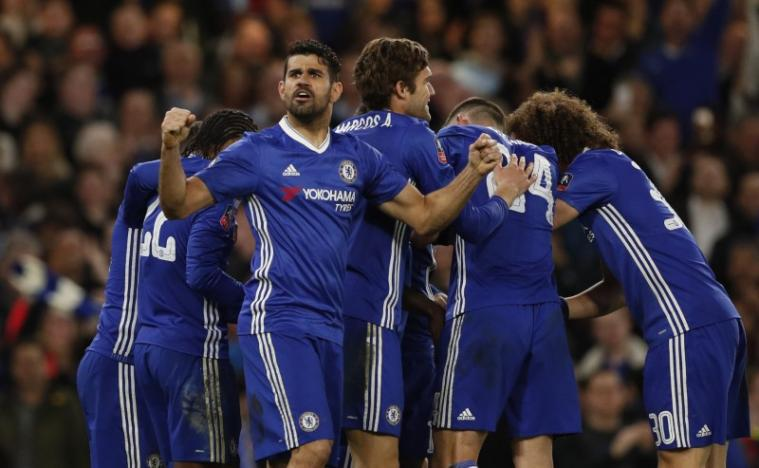 Chelsea beat Mourinho's 10-man United to reach Cup semis