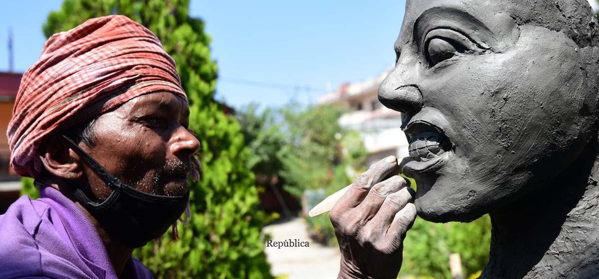 PHOTOS: Molding clay to shape Durga