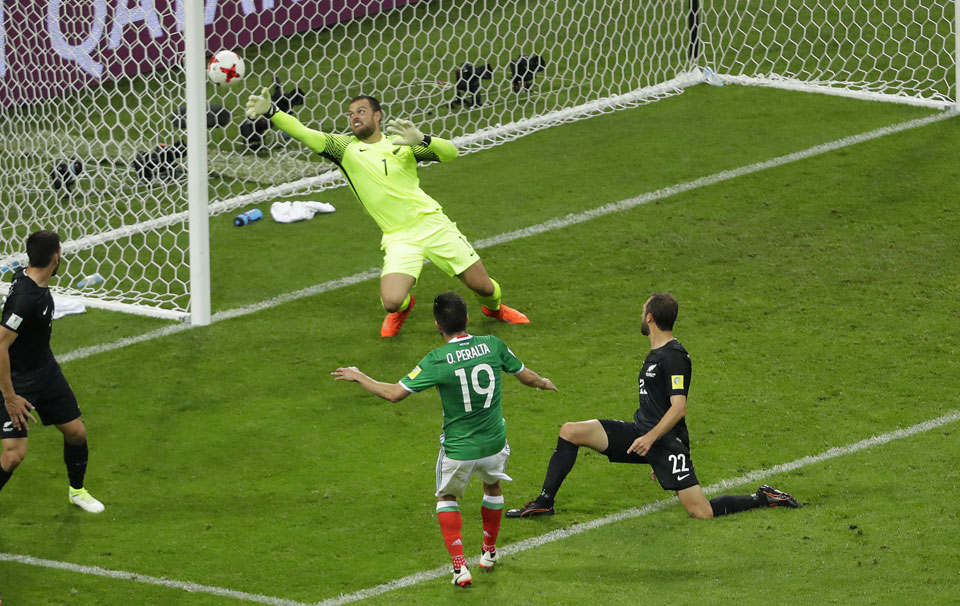 Mexico recovers to beat NZ 2-1