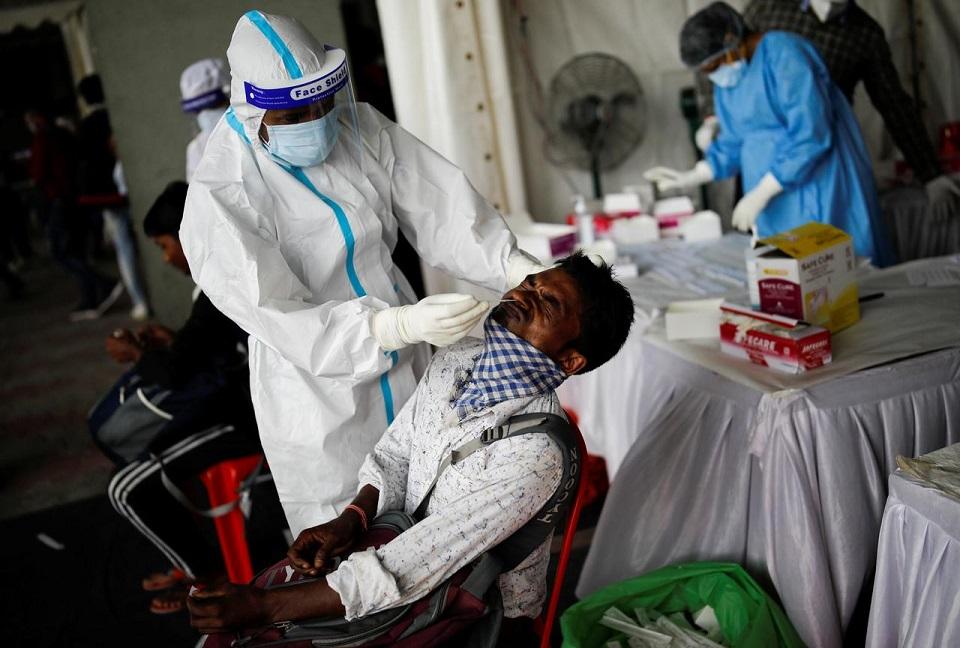 India coronavirus cases surge to 2.9 million
