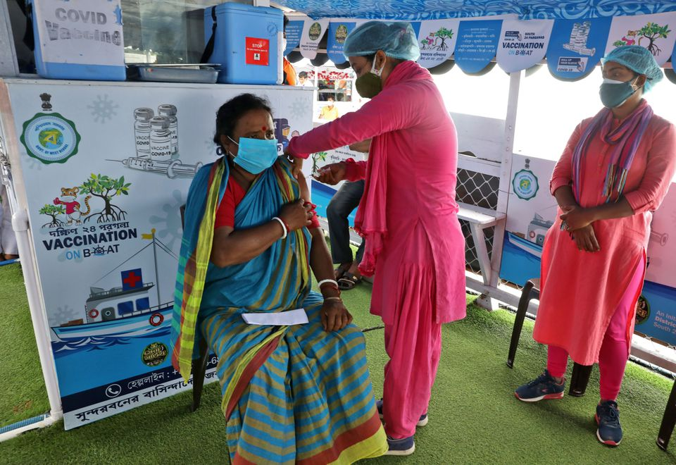 India reports 41,806 new COVID-19 infections in the last 24 hours