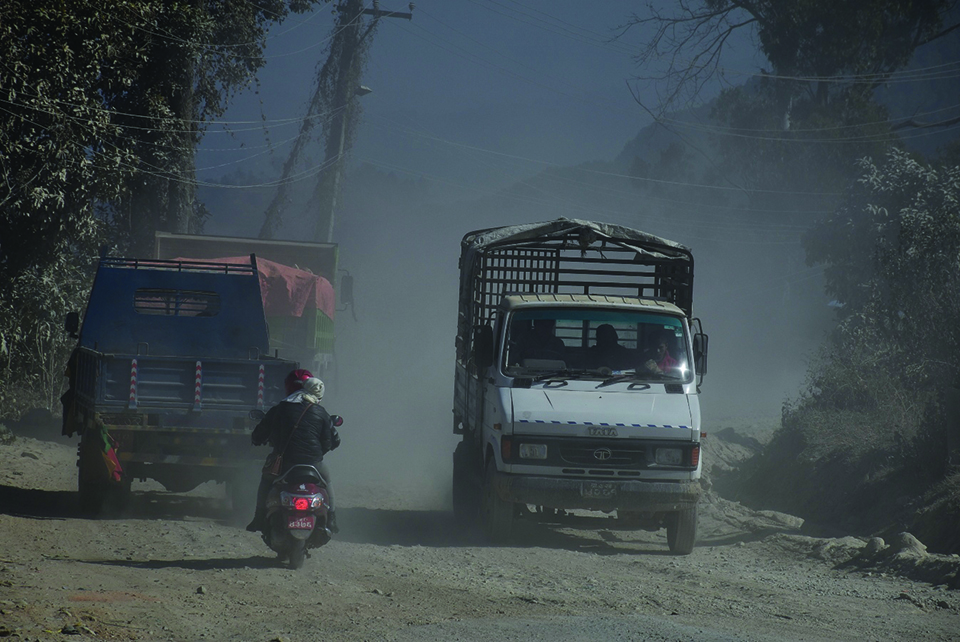 Road dusts, a nuisance in Panchkhal-Dhulikhel section
