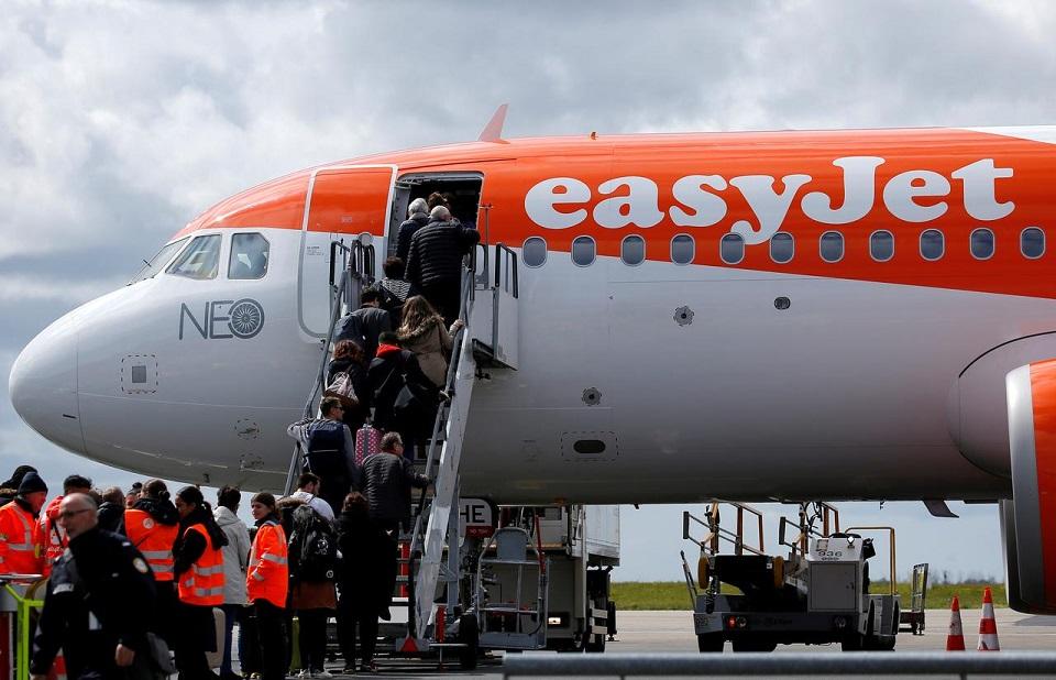 EasyJet to offset carbon emissions for all flights