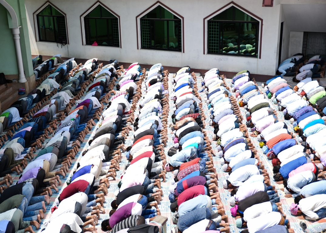 Muslims across the country celebrate Eid-Al Fitr (photo feature)
