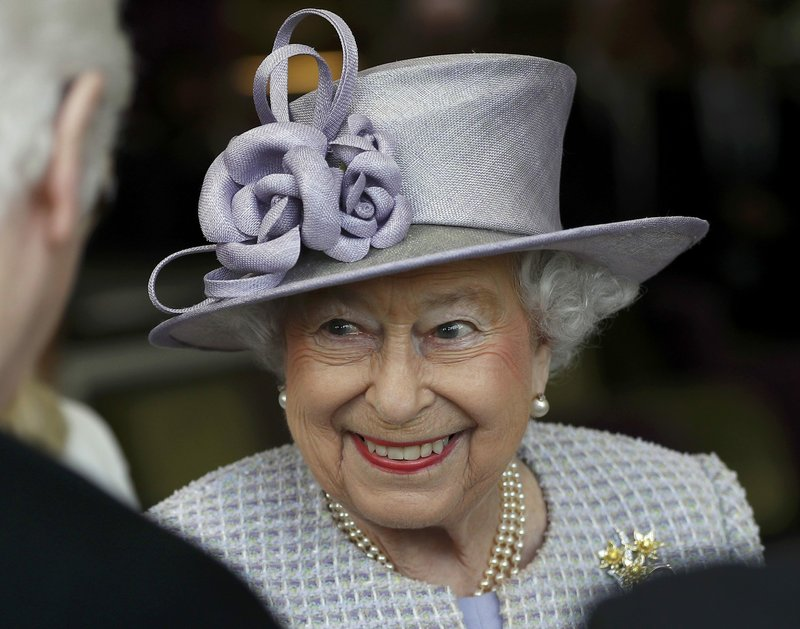 Queen Elizabeth II turns 91 with day at the horse races