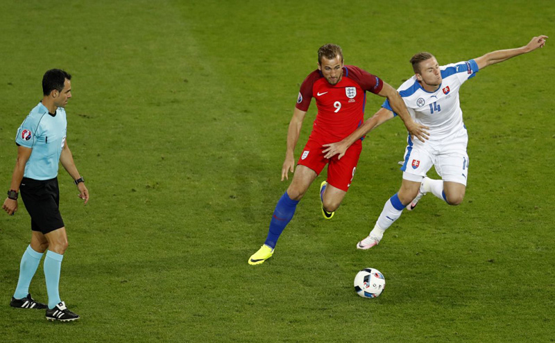 England reaches round of 16 after 0-0 draw with Slovakia