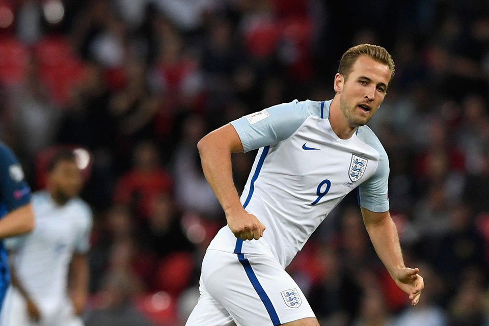 Late Kane goal fires lackluster England to World Cup