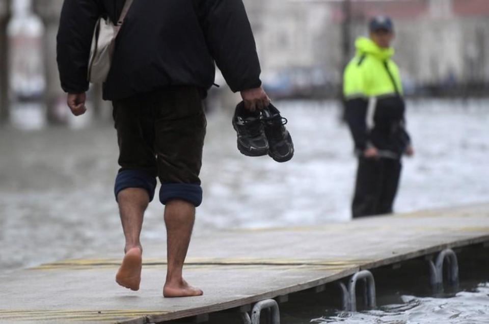 Venice braces for another devastating high tide