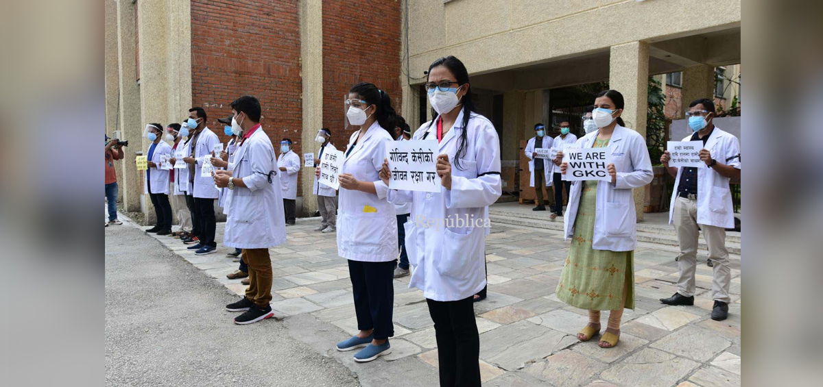 TUTH resident doctors hold a protest rally to express solidarity with Dr Govinda KC (with photos)