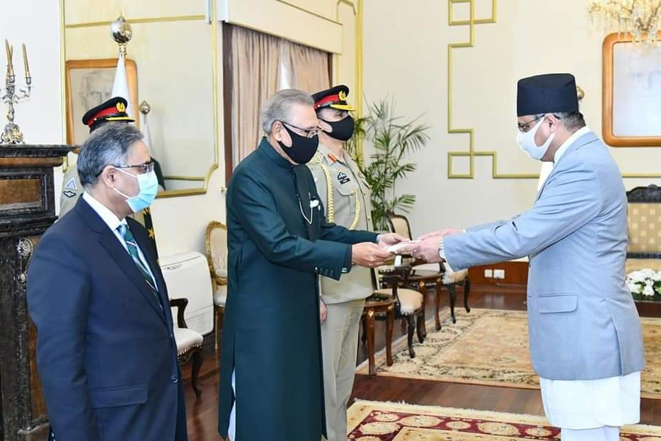 Nepali envoy presents his letters of credence to Pakistani President