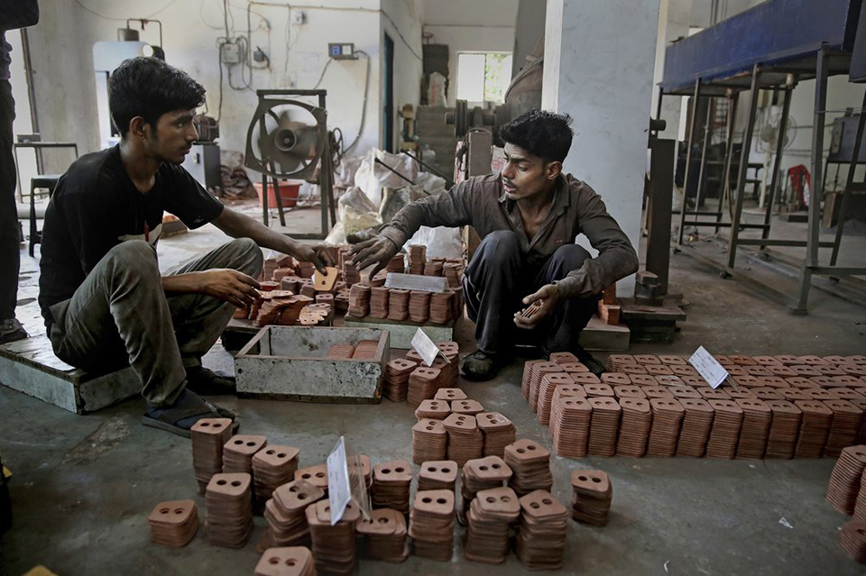 India cuts corporate taxes to counter slowing growth