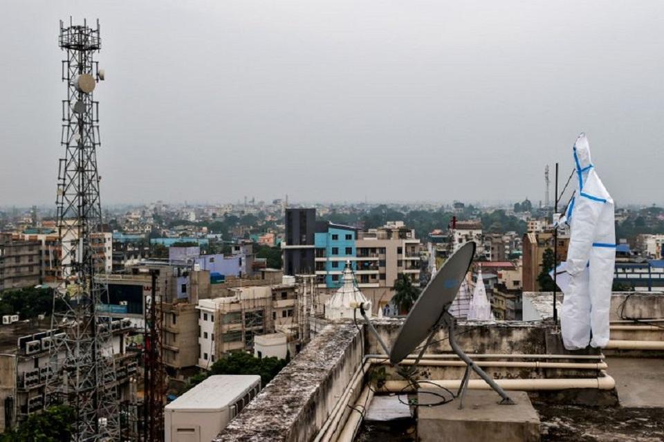India's coronavirus cases jump by 67,000, setting daily record