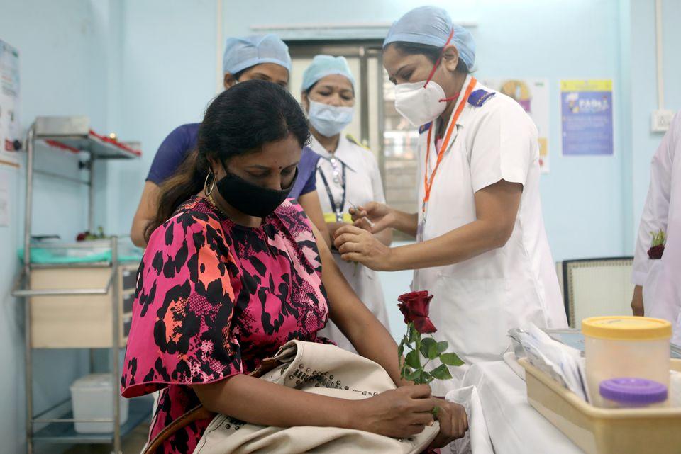 India's death toll from coronavirus crosses 400,000; vaccination drive falters