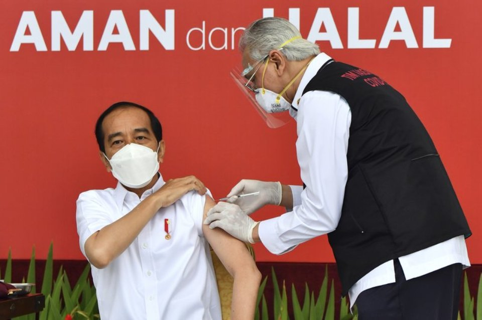 Indonesia starts COVID-19 vaccination campaign with Widodo