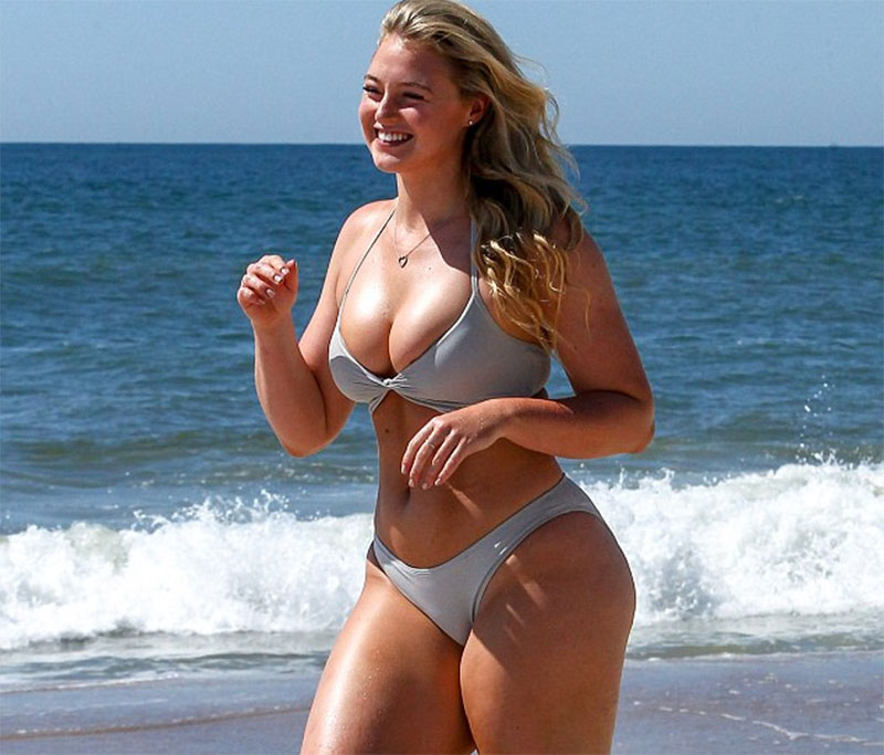 Size 14 model Iskra Lawrence shows off her incredible curves