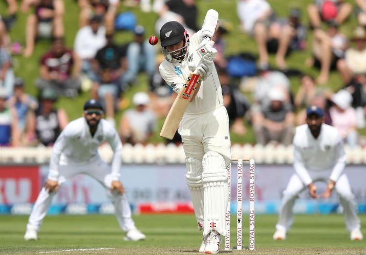 New Zealand take lead but India strike back late