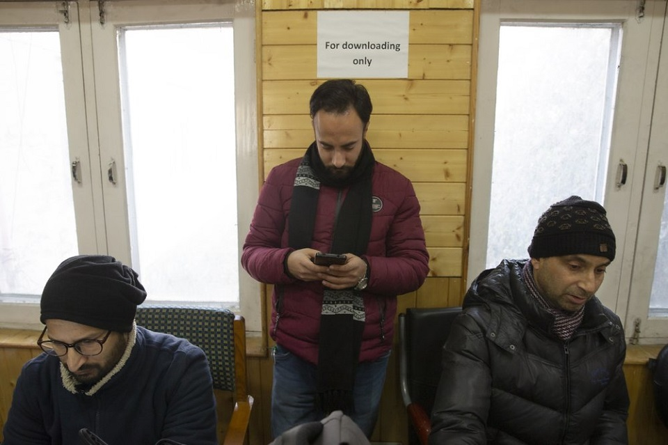 India keeps lid on Kashmir's internet 6 months into lockdown
