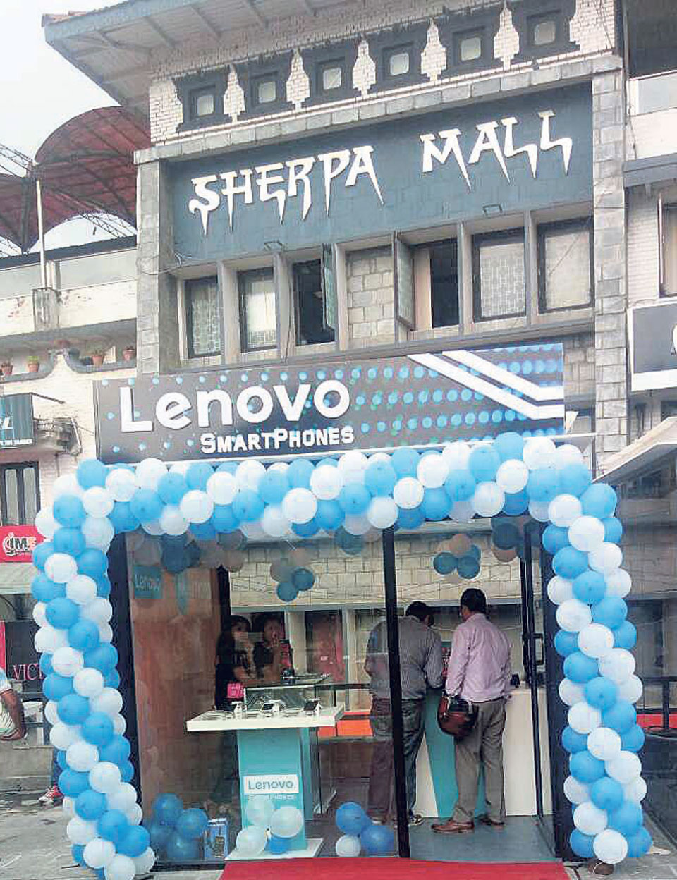 Lenovo opens two mobile phone showrooms