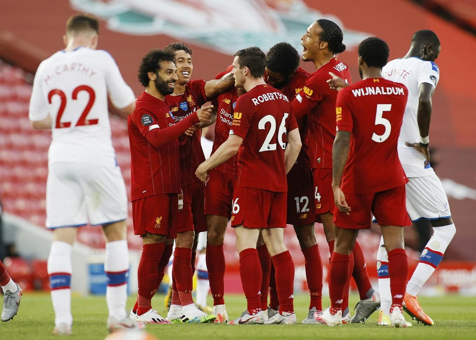 Liverpool move closer to title with 4-0 win over Palace