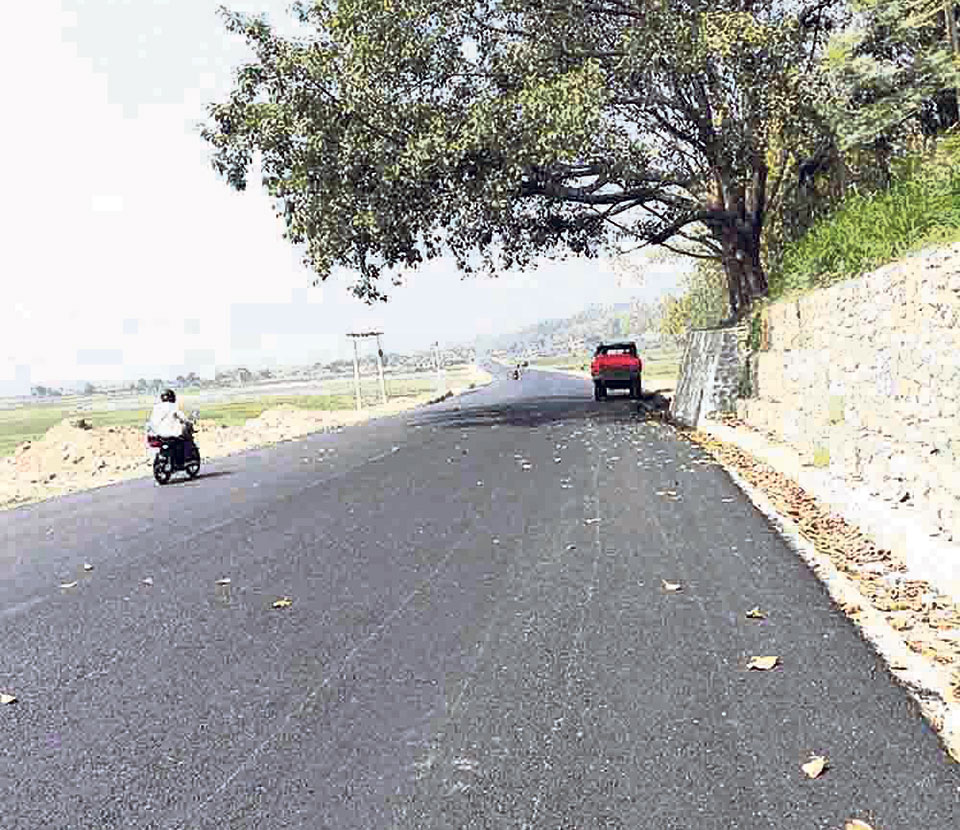 Dispute among locals affects blacktopping in old Gaighat area