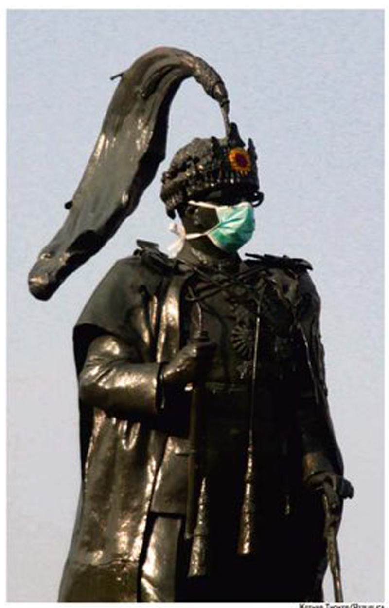 Maskmandu: Even  statues no longer resist dust particles
