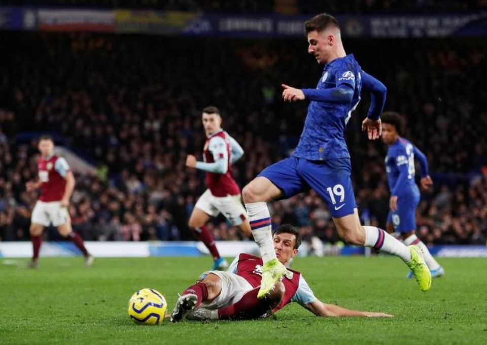 Chelsea rediscover home form to put three past Burnley